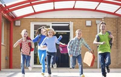 Весенние каникулы в школах: когда будут отдыхать ученики и кто это решает