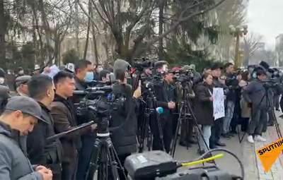 У Киргизстані знову спалахнули протести: люди виступають проти змін до Конституції