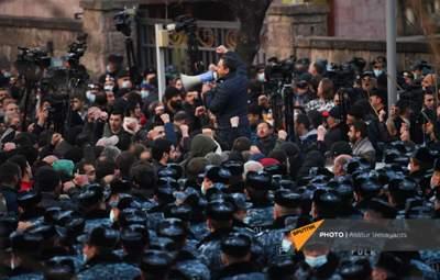 Оппозиция Армении объявила забастовку и требует отставки Пашиняна до полудня 10 марта