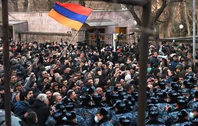 Кризис в Армении: Пашинян встретился с президентом Саркисяном – в Ереване были стычки