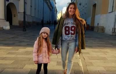 Фото в постели – шутка: мама 8-летней блогерши Миланы отрицает порнографию