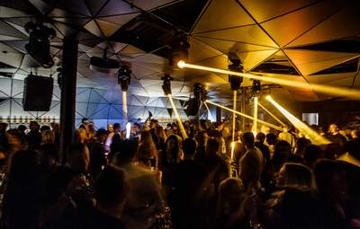 В ночном клубе Киева отпраздновали день рождения локдауна: возмутительное видео