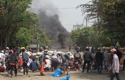 Пока пели прощальную песню: силовики в Мьянме обстреляли траурную церемонию