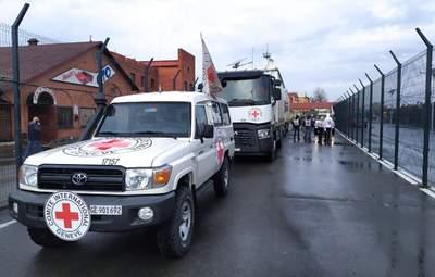 """Матраци та будматеріали: на окупований Донбас передали 100 тонн """"гуманітарки"""""""