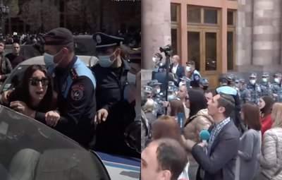 У Вірменії жінки протестували під будинком уряду: виникли сутички – відео