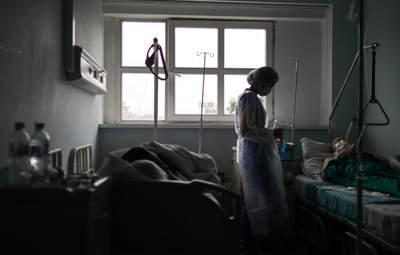 Брак ліжок та виснажені медики: ситуація з COVID-19 на Запоріжжі та Хмельниччині погіршується