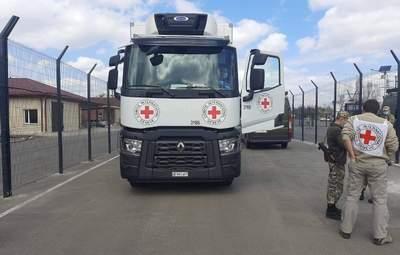 Грузовики с помощью прибыли на оккупированные территории Донбасса: фото
