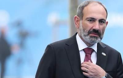 У Вірменії чоловік не дозволив Пашиняну покласти квіти до могили його родича: відео