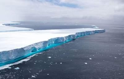 Один из крупнейших в мире айсбергов почти растаял
