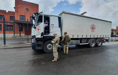 19 вантажівок з гуманітаркою: Червоний Хрест передав допомогу на окуповані території