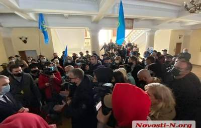 Митингующие ворвались в горсовет: в Николаеве предприниматели протестуют против карантина