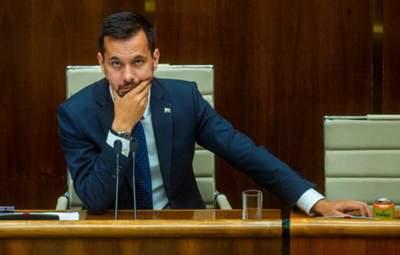 Після порушення комендантської години: віцеспікер парламенту Словаччини подав у відставку