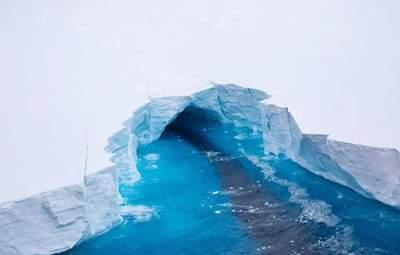 Крупнейший в мире: от Антарктиды откололся айсберг рекордного размера