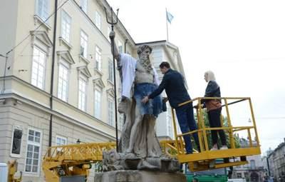 День вышиванки во Львове: в рубашки облачились львы, статуи и водители автобусов – фото