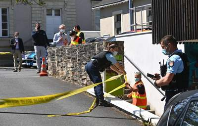 Во Франции мужчина с ножом напал на полицейскую прямо в участке
