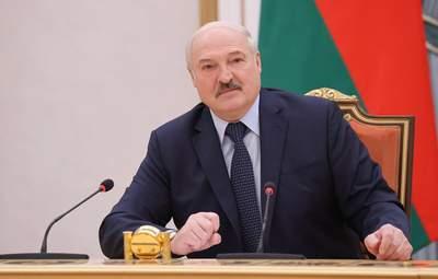 """Лукашенко хочет вакцинировать украинцев на границе """"Спутником V"""": реакция Украины"""