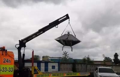 В Киеве заметили летающую тарелку: ее в музей привез эвакуатор