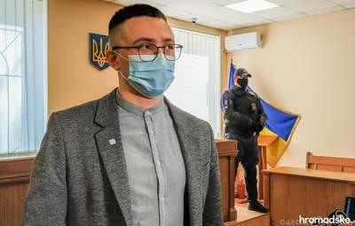 Хотів би давати коментарі журналісту, – Стерненко відмовився спілкуватись з проросійськими ЗМІ
