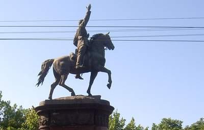 В Киеве все-таки уберут памятник Щорсу: почему он подлежит декоммунизации