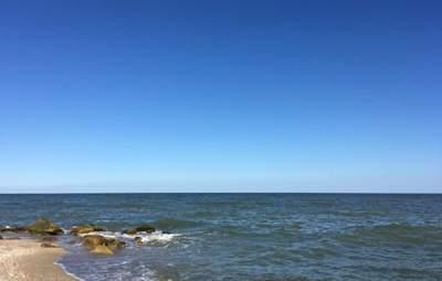 Прохожие спасли 2 детей, которые тонули в Азовском море