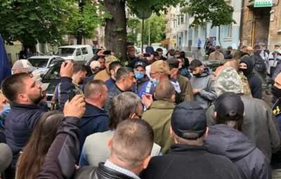 """Активісти вимагають від """"Свободи"""" виключити з партії Мірошниченка"""