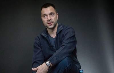 Минск перестанет быть площадкой для ТКГ, если оккупанты допросят Протасевича, – Арестович