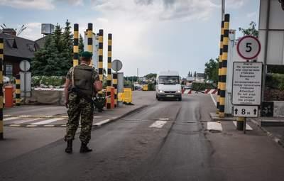 Україна змінила правила перетину кордону під час карантину: що варто знати