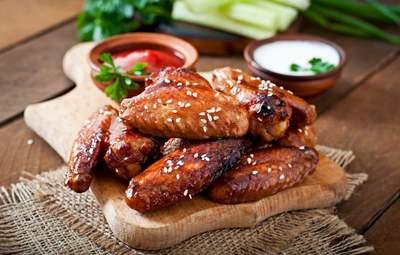 Как приготовить запеченные куриные крылышки в пиве: домашний рецепт