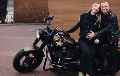 Жена Виктора Павлика показала подарок, который получила за рождение сына