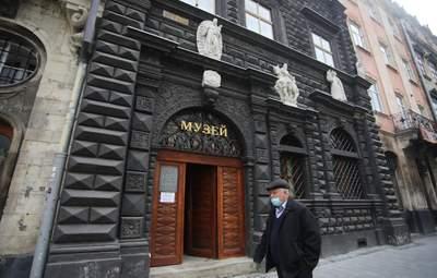 В Україні – нові карантинні норми: що дозволили і які послаблення