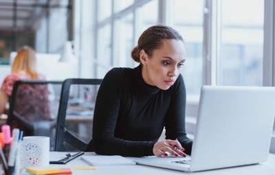 Признаки зависимости от работы: какие негативные последствия имеет на здоровье и методы борьбы
