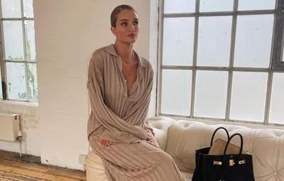 Розі Гантінгтон-Вайтлі приміряла елегантний образ: стильний кадр