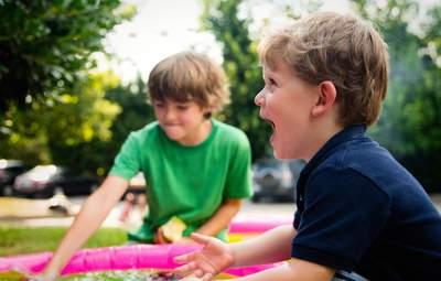 Які порушення в організмі можуть бути причиною гіперактивності дитини