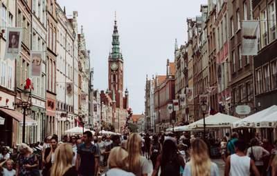 Все більше українців отримують дозволи на тимчасове проживання у Польщі