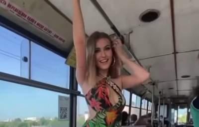 """""""Что же это творится"""": в Ровно девушка в троллейбусе разделась, кондуктор ругала за маску"""