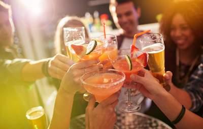 Перешли границу: 10 признаков, которые указывают на проблемы человека с алкоголем