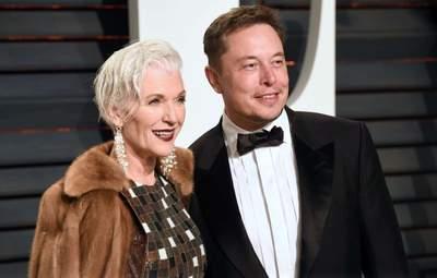 Илон Маску – 50 лет: мать миллиардера показала фото первого дня его жизни