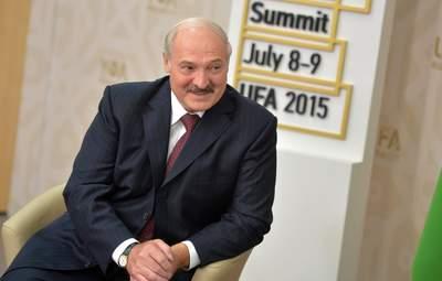 Без Шевченка не обійшлося: Лукашенко дозволив іноземця їхати у Білорусь для вакцинації