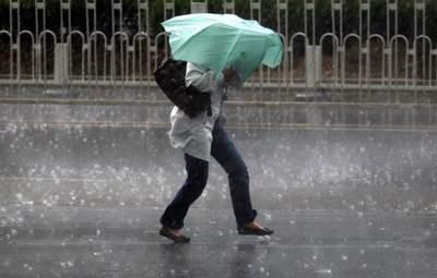 Грози, град і потужний вітер: в Україні – штормове попередження