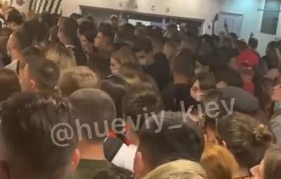 После Atlas Weekend в метро Киева тысячи людей без масок устроили ужасную давку: видео