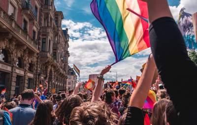 Омбудсменка вимагає розслідувати заклики вбивати представників ЛГБТ-спільноти