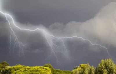На Львівщині знову розгуляється негода: оголосили штормове попередження