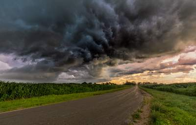 В Україну знов йдуть жахливі грози: рятувальники оголосили штормове попередження