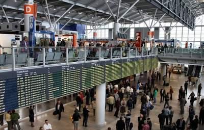 Эстонский посол в аэропорту Варшавы не хотел надеть маску: самолет улетел без него