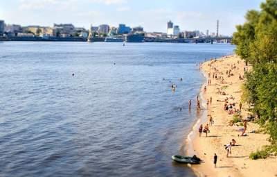 """Вода """"зацвела"""": на всех пляжах Киева запретили купаться"""