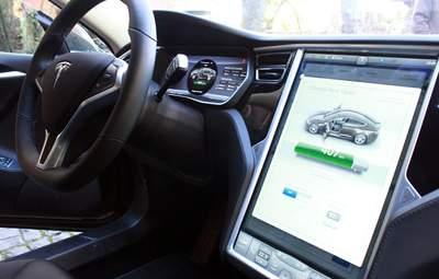 """""""Абонемент"""" на автопилот от Tesla: 10 тысяч долларов сразу или 199 ежемесячно"""