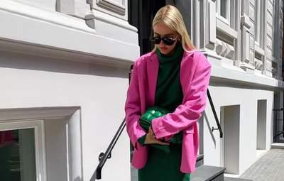 Зелена трикотажна сукня, рожевий жакет і сабо на підборах: стильний вихід німкені Леоні Ганне