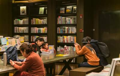 """Китай """"убивает"""" частное образование: потери бизнеса превысили 16 миллиардов"""