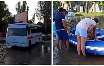 Опинились у пастці: в Одесі через негоду довелося рятувати 12 дітей