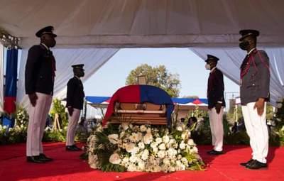 Со столкновениями и выстрелами: на Гаити попрощались с президентом Моизом